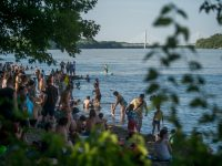 Budapest, 2019. június 29. A Római-parti szabadstrand tesztnapja Budapesten a Duna partján 2019. június 29-én. MTI/Balogh Zoltán