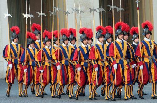 A svájci gárda három tagja felmondott, miután a Vatikán kötelezővé tette a védettségi igazolást